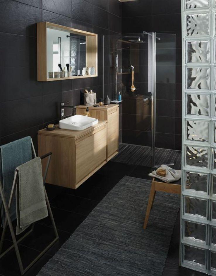 Sfr news salle de bains 12 meubles suspendus bien dans for Fixer un meuble de salle de bain suspendu