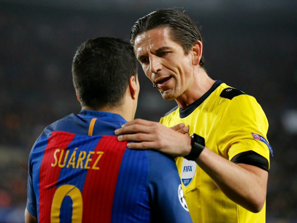 PSG : L'arbitre du match face au FC Barcelone évite toute suspension