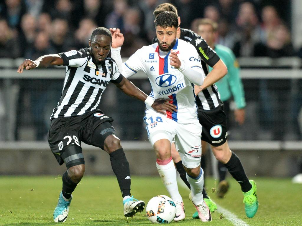 Le petit frère de Nabil Fekir signe pro à Lyon — OL