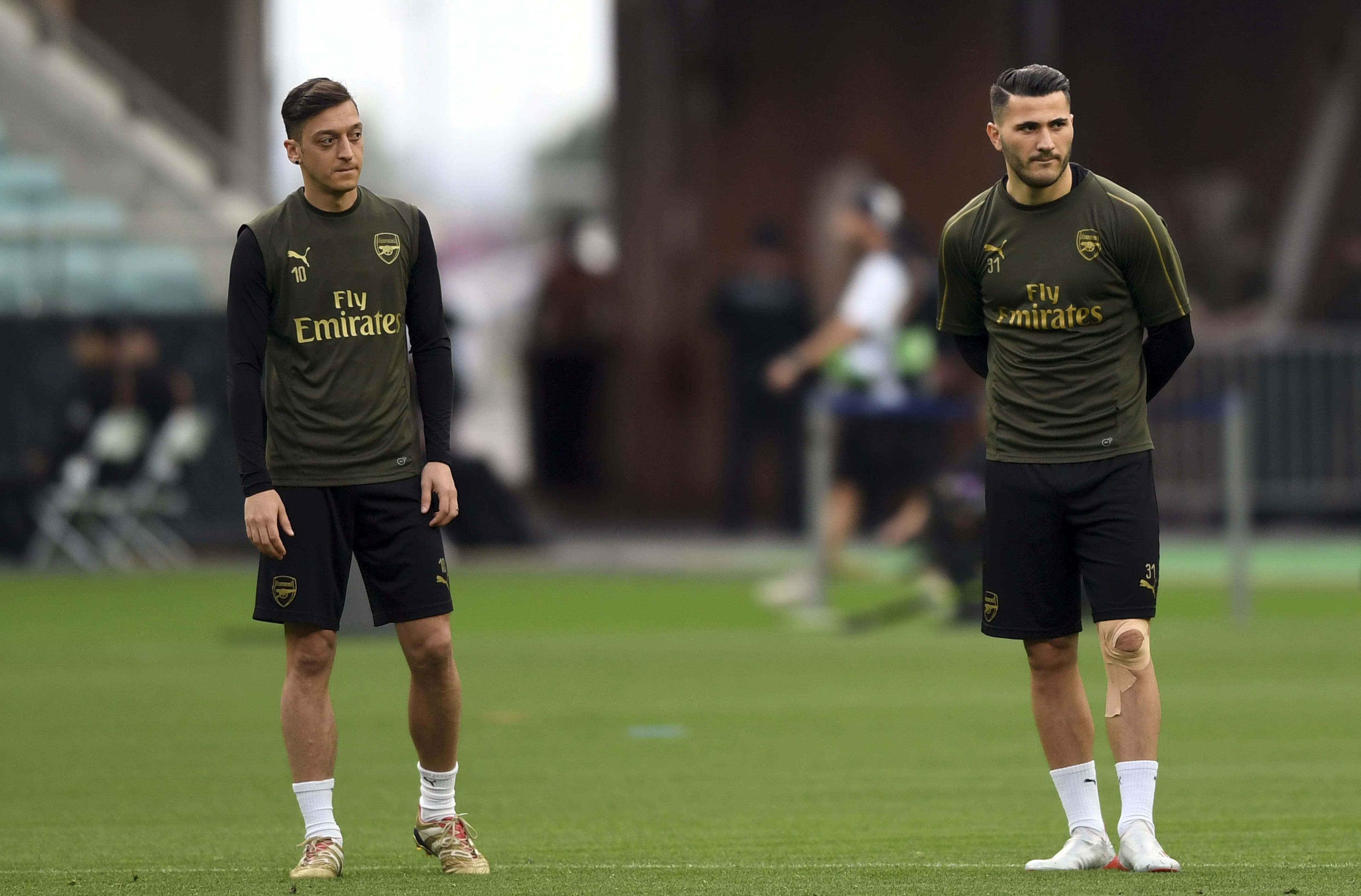 Les joueurs d'Arsenal Özil et Kolasinac au cœur d'une guerre de gangs ?