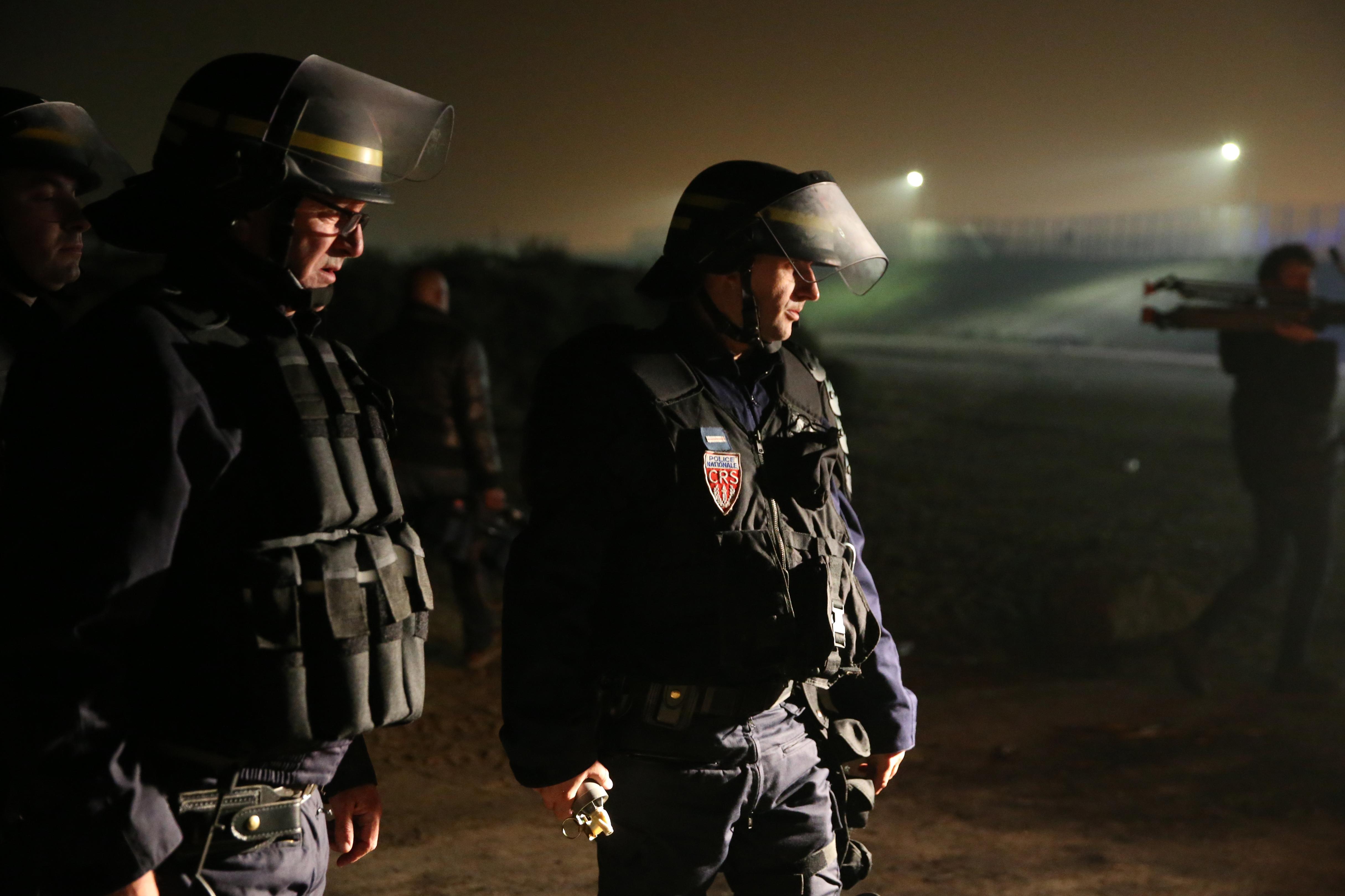 Quatre Afghans blessés par balle dans une rixe — Calais