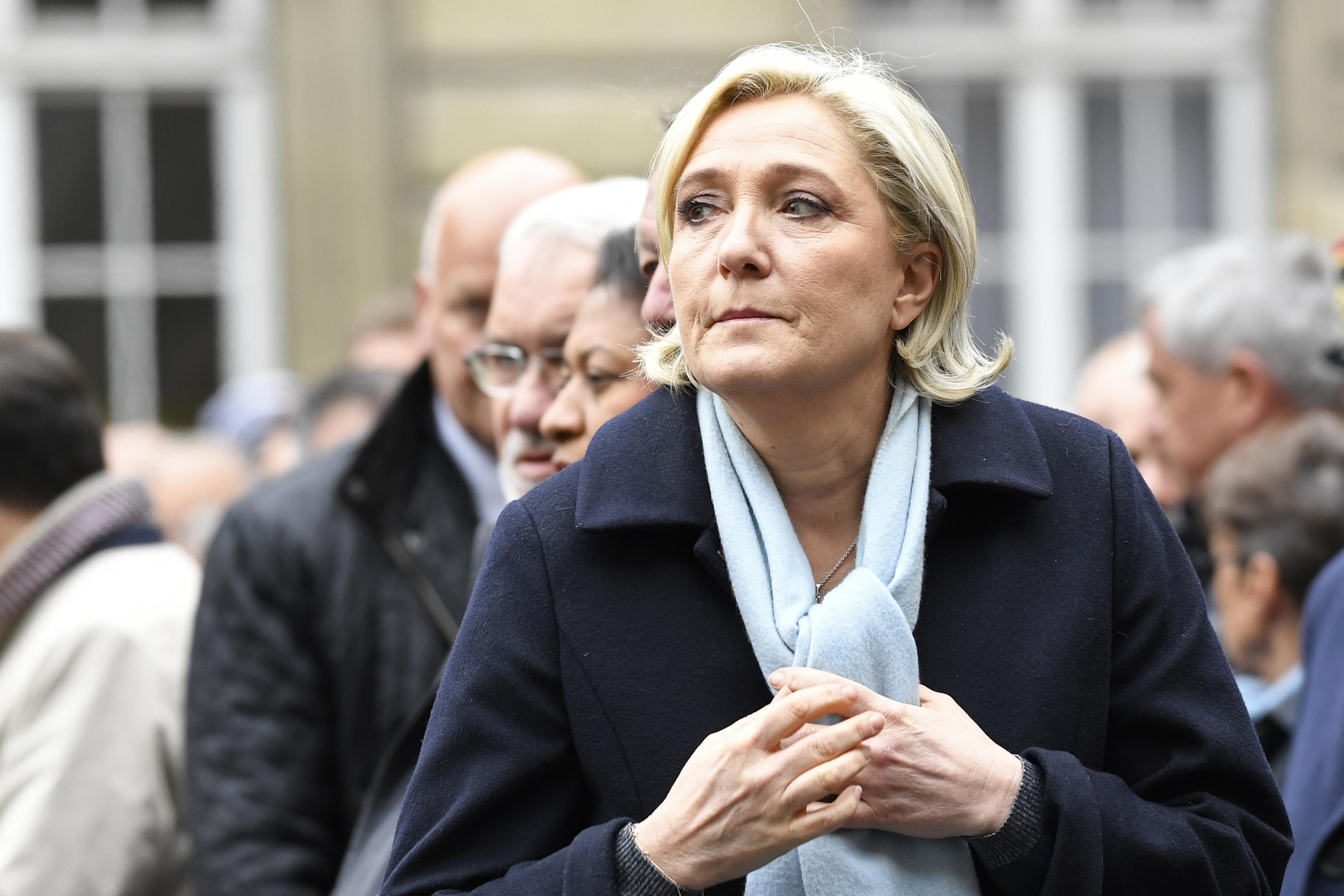 Emmanuel Macron passe sous la barre des 60% — Sondage