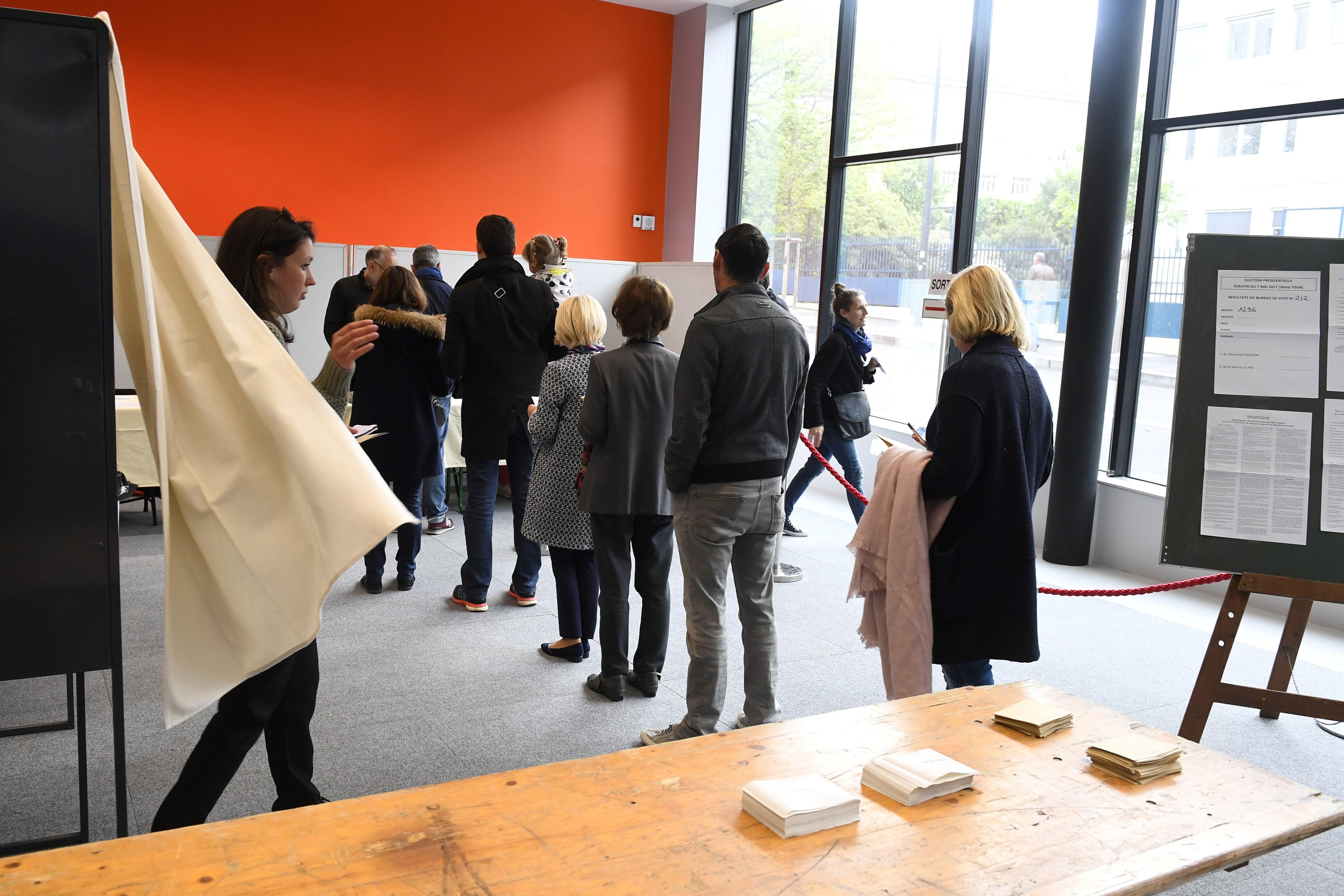 Essonne: un homme de 89 ans meurt dans un bureau de vote