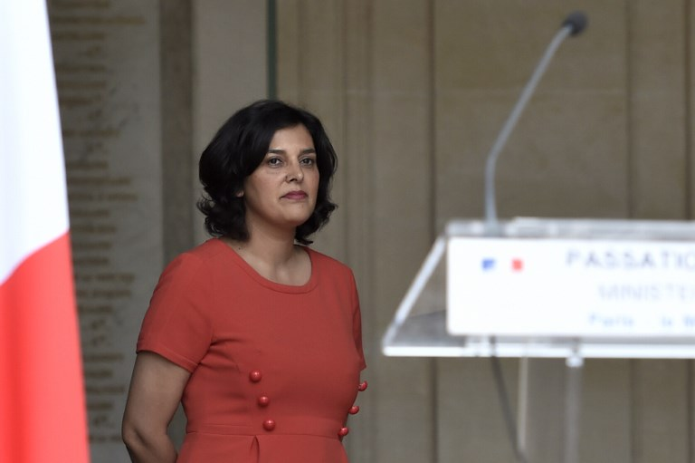 Il lance un verre d'eau sur Myriam El Khomri — Législatives