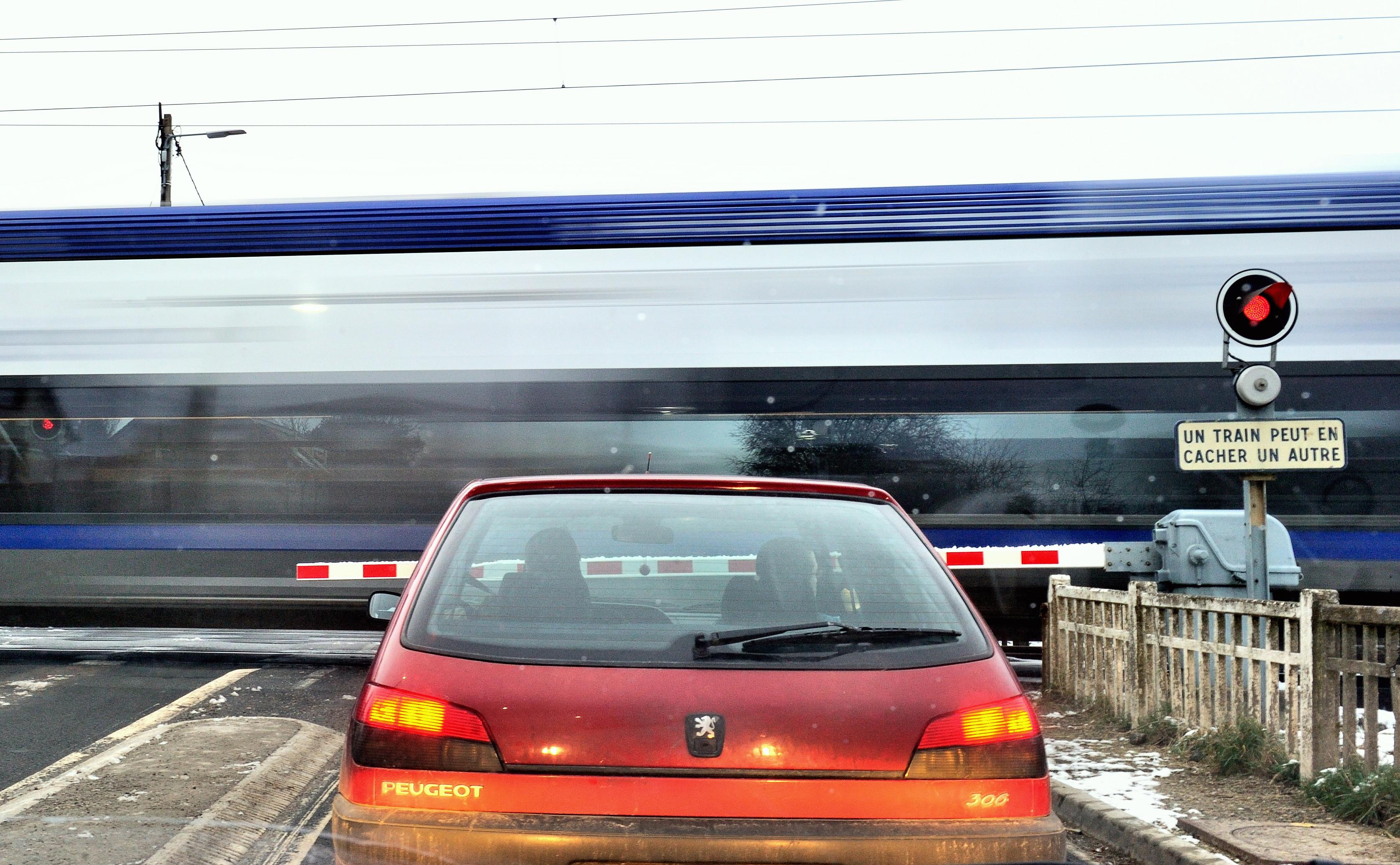Un car évite de peu une collision avec un train à un passage à niveau — Morbihan