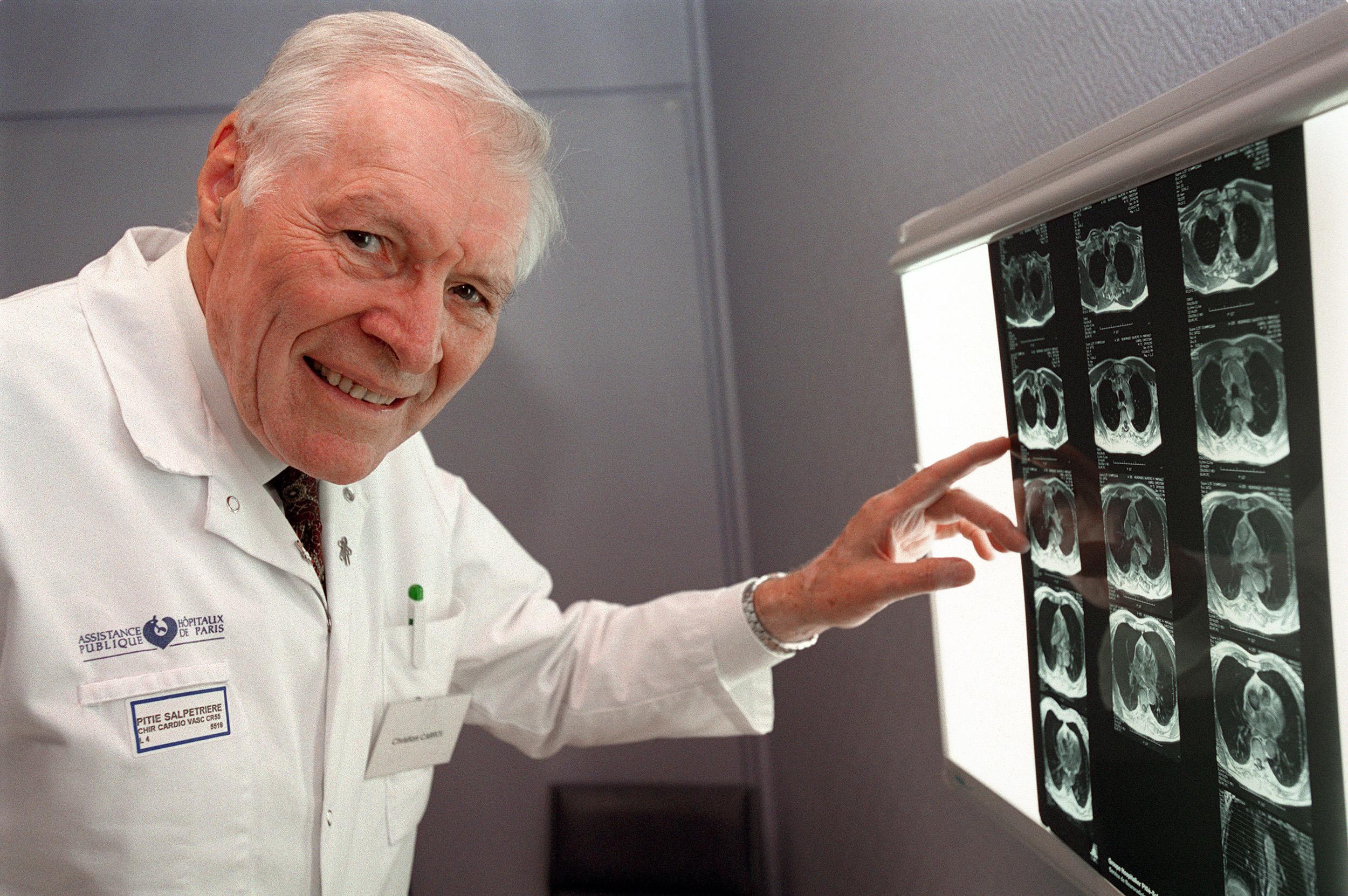 Décès du Pr Christian Cabrol, pionnier de la greffe cardiaque
