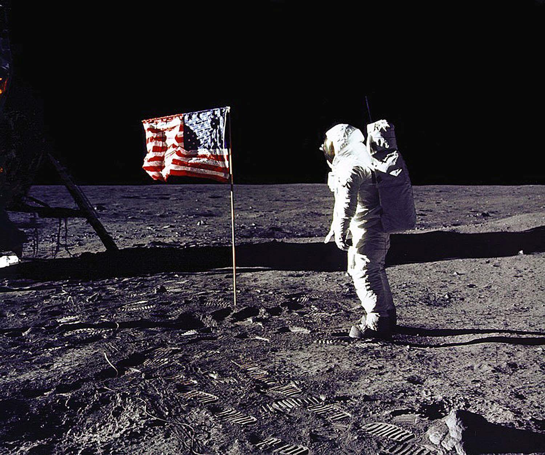 """L'Homme n'a pas fait que """"marcher"""" sur la Lune..."""