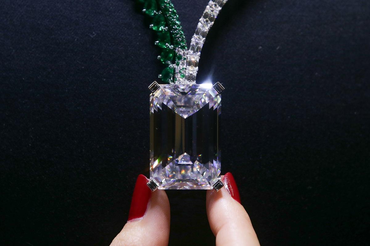 Découvrez le diamant le plus cher jamais vendu aux enchères — Christie's