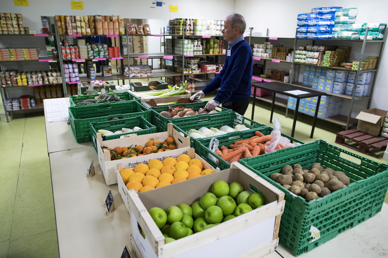 Les gendarmes donnent une saisie de fruits et légumes aux Restos du Coeur — Nice