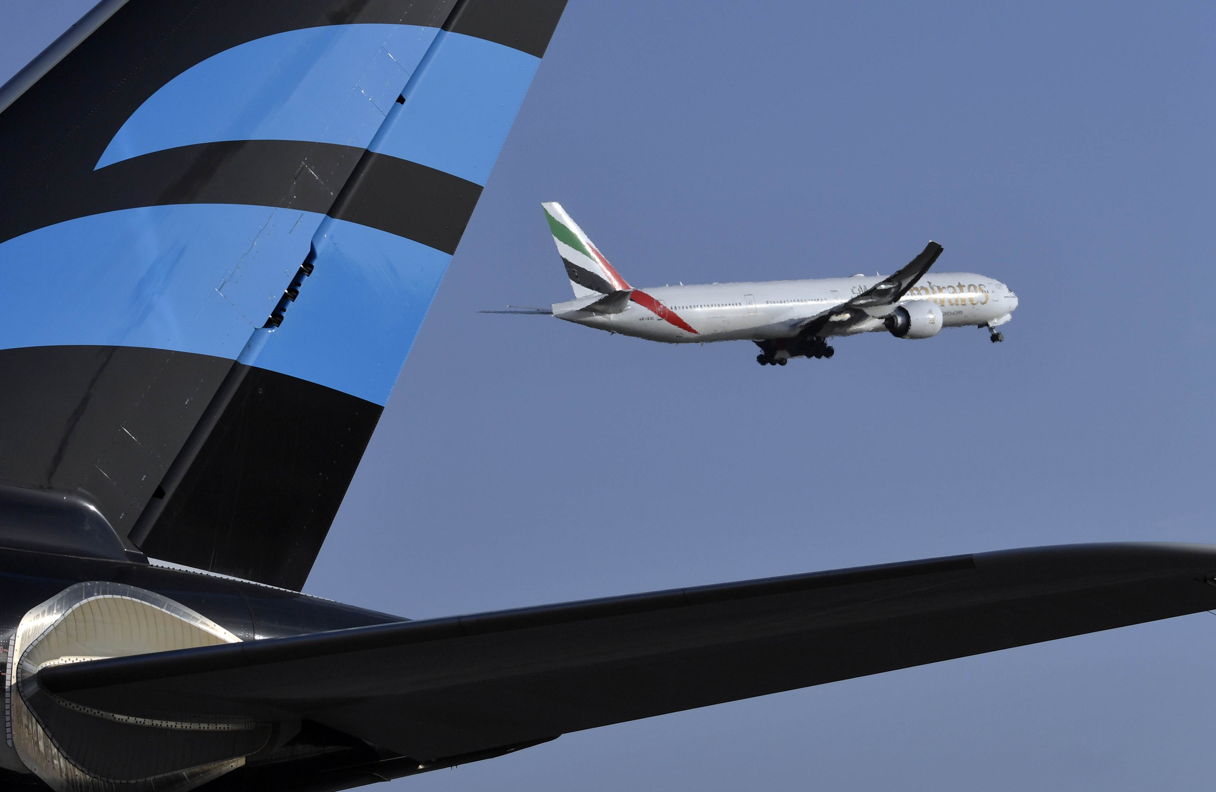Une hôtesse se tue en tombant d'un avion en Ouganda — Emirates