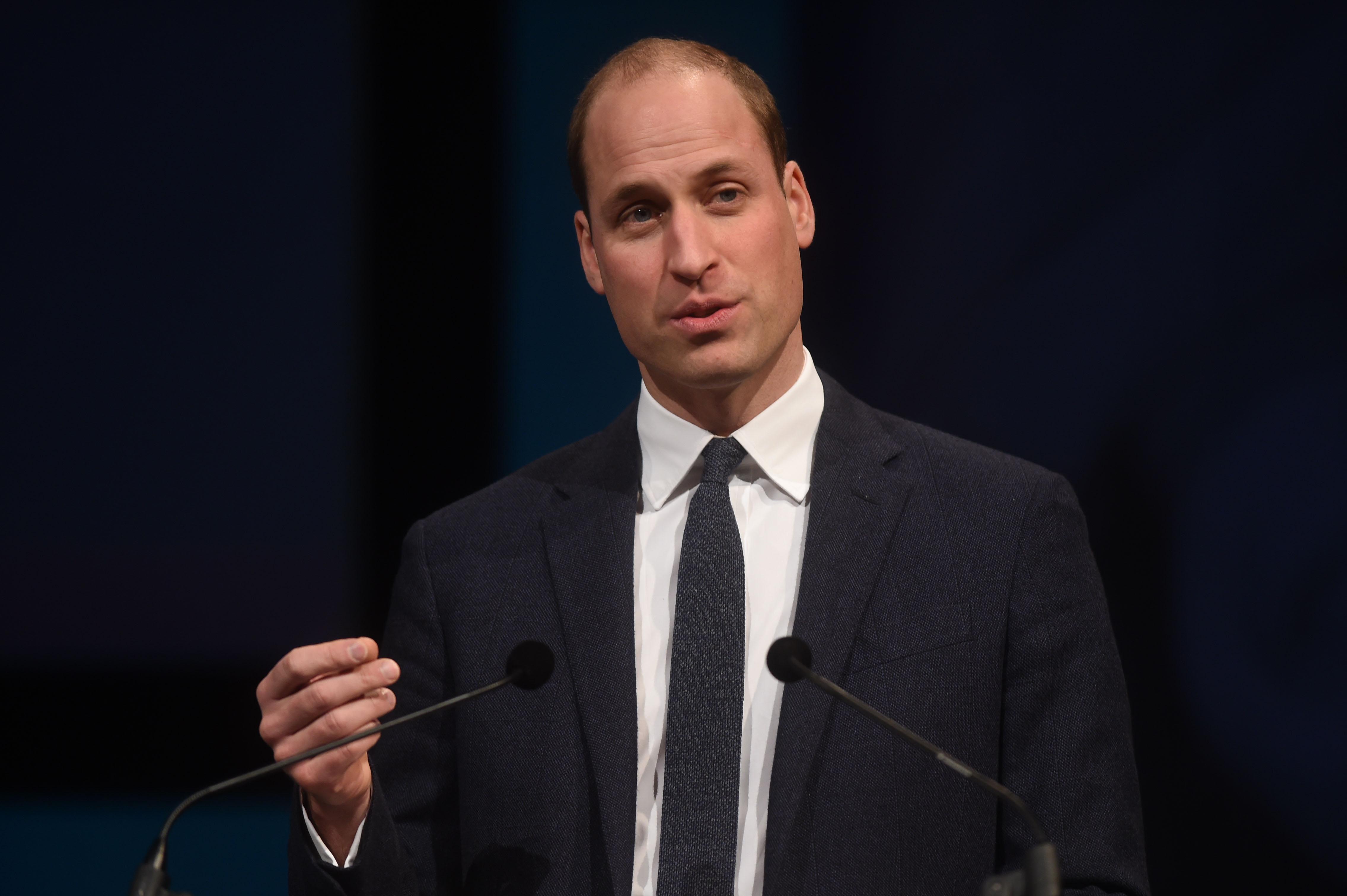 Le crâne rasé, sa meilleure parade face à la calvitie — Prince William
