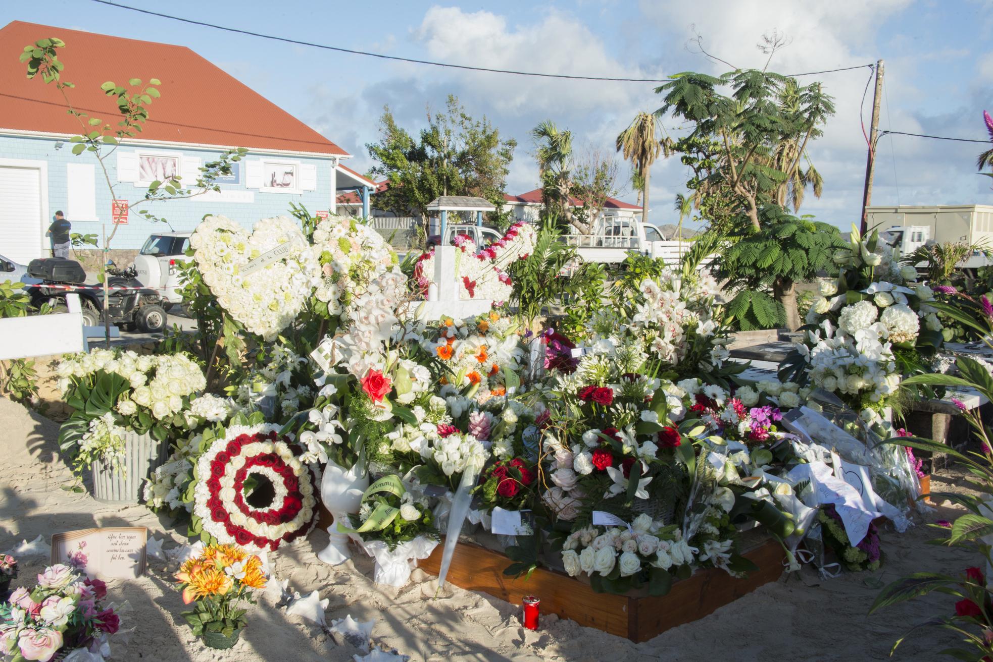 Mystère et polémique autour de sa tombe à Saint-Barthélemy — Johnny Hallyday