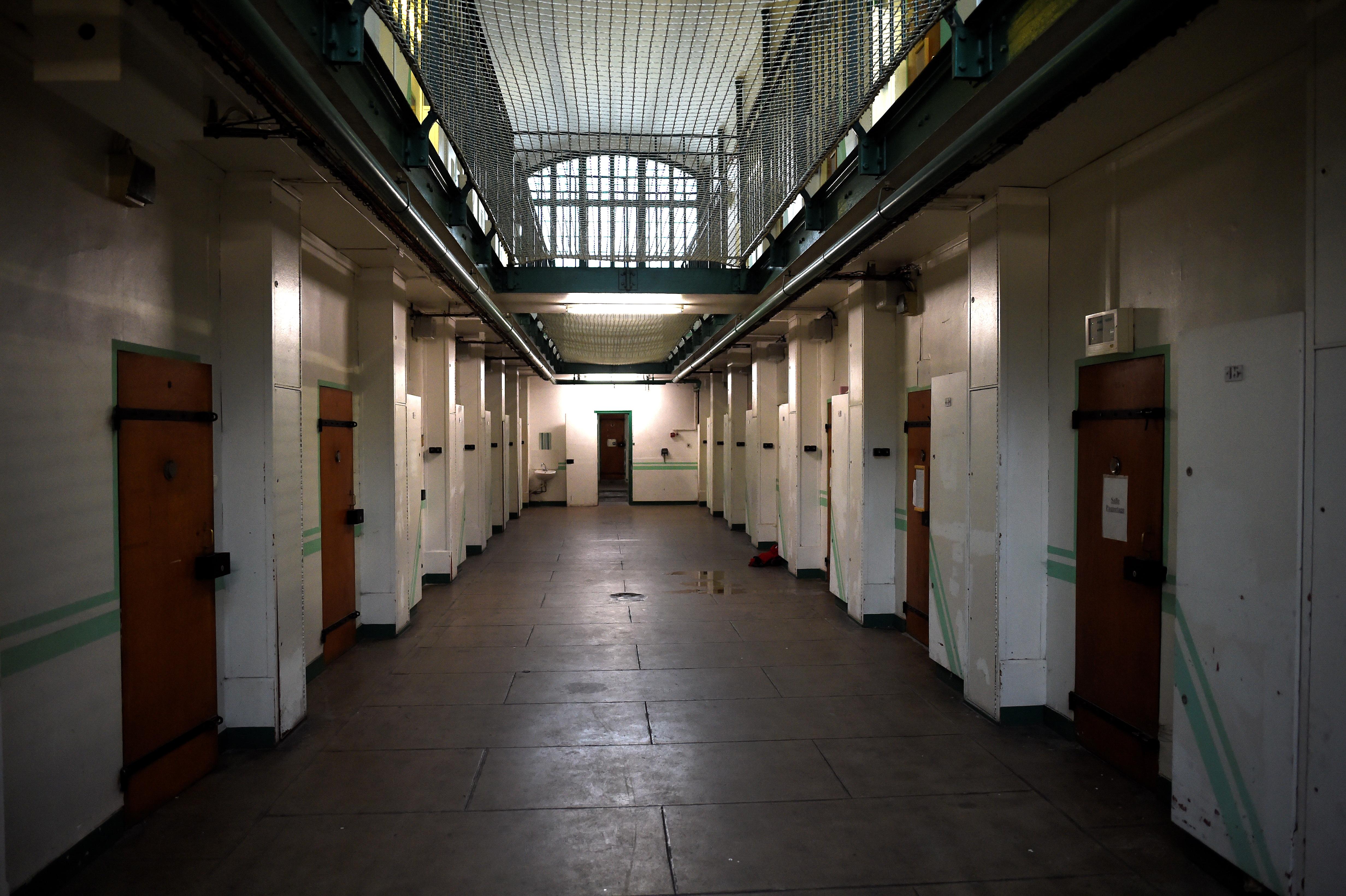 Un détenu radicalisé agresse deux gardiens de prison à l'arme blanche — Corse