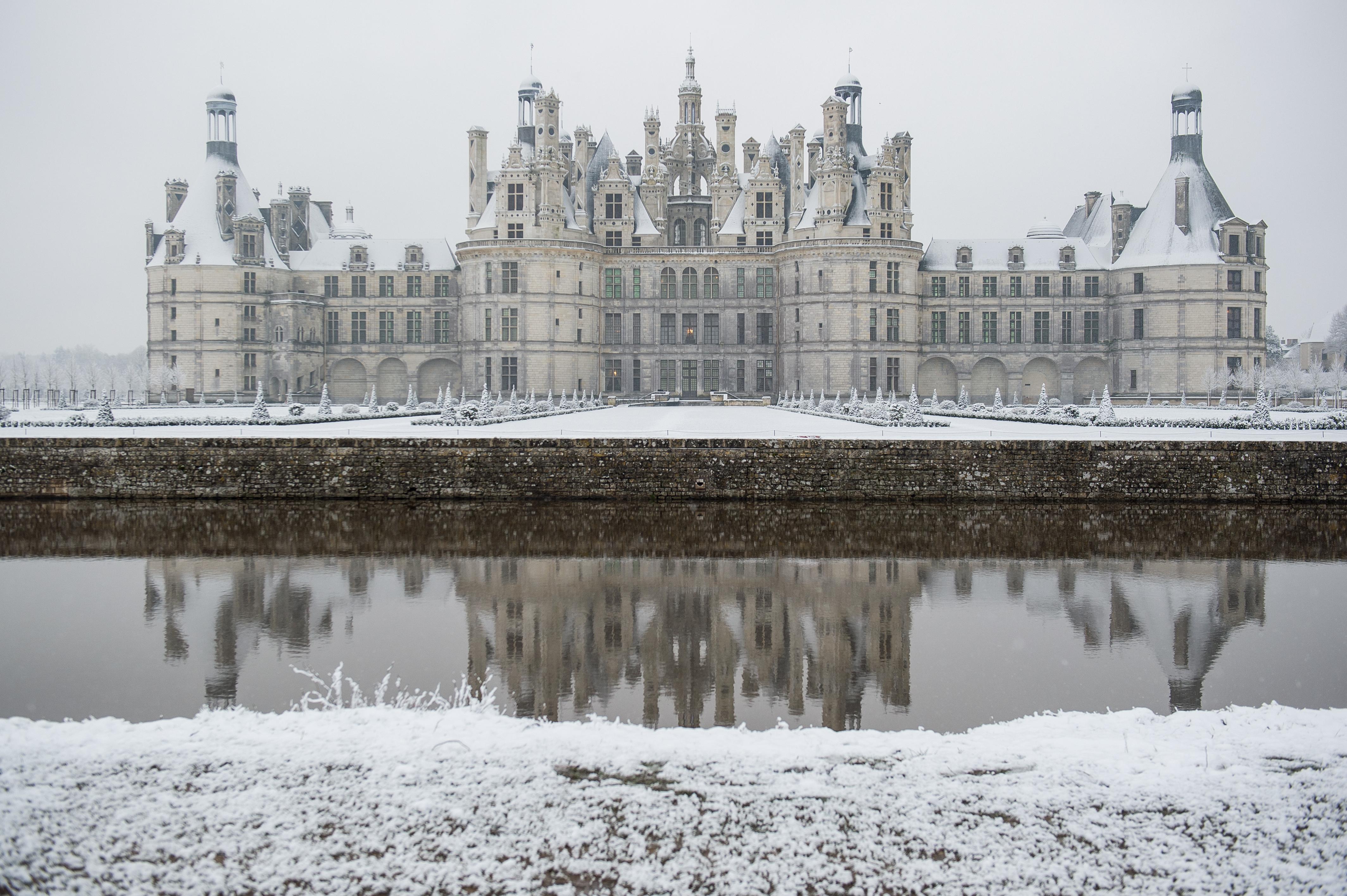 Des touristes provoquent un début d'incendie, le château évacué — Chambord