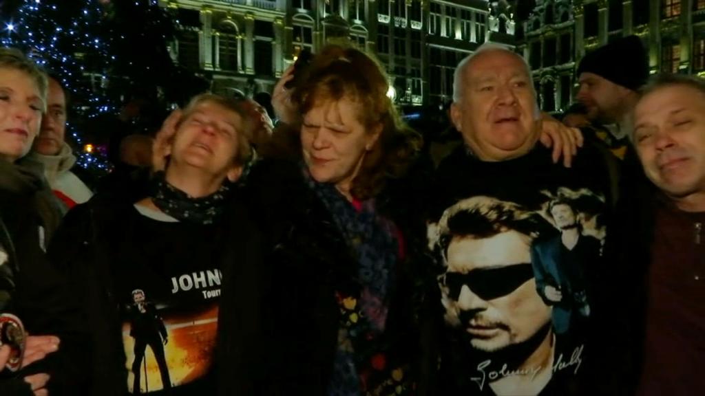 EN VIDEO - En Belgique, les fans de Johnny Hallyday se rassemblent pour lui rendre hommage