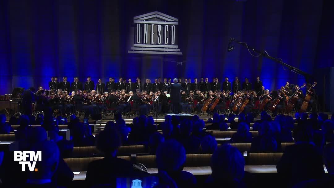 EN VIDEO - L'orchestre symphonique de la Garde républicaine rend hommage à Johnny Hallyday