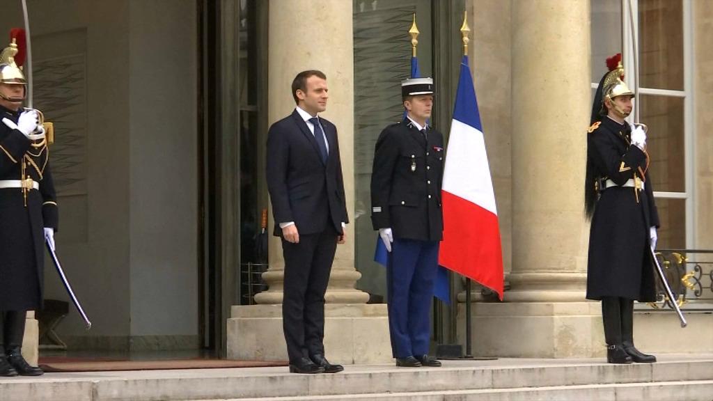 EN VIDEO - 44% des Français jugent l'action d'Emmanuel Macron décevante