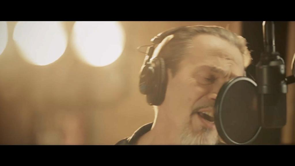 Le chanteur hospitalisé d'urgence pour détresse respiratoire — Johnny Hallyday malade