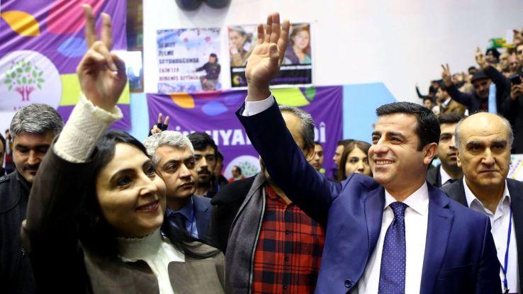 Des milliers de Kurdes défilent en Allemagne