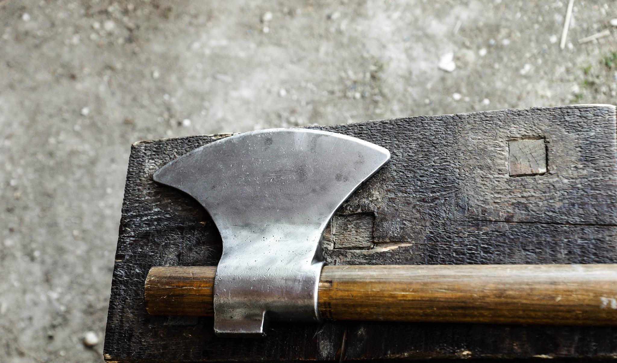 La-Tour-du-Pin: armé d'une hache, un forcené sème la terreur dans la rue
