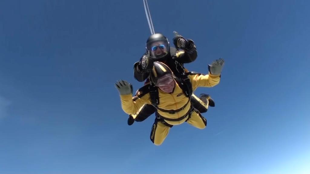 Saut en parachute record pour un homme de 101 ans