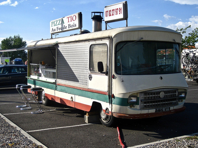 drame au camion pizza une employ e happ e par la machine p trir sfr news. Black Bedroom Furniture Sets. Home Design Ideas
