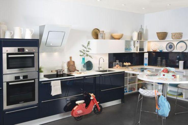 quelles sont les diff rences entre une cuisine en kit et sur mesure sfr news. Black Bedroom Furniture Sets. Home Design Ideas
