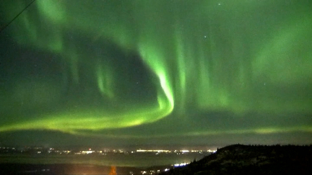 EN VIDEO - Cette magnifique aurore boréale danse dans le ciel de l'Alaska