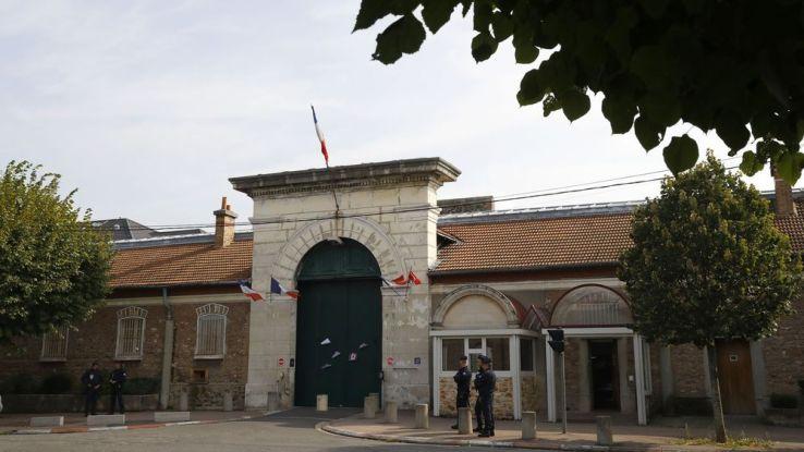 L'État assigné en justice — Prison de Fresnes