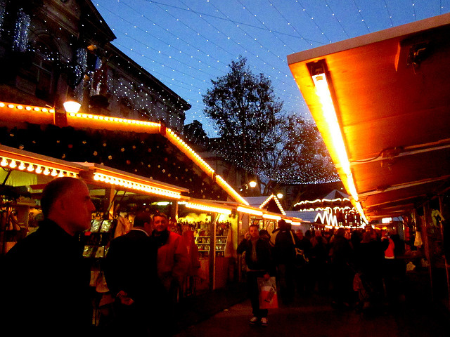 EN IMAGES - Lille: le nom d'un stand du marché de Noël fait scandale
