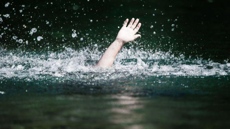 Une chaîne humaine sauve neuf personnes de la noyade — Floride