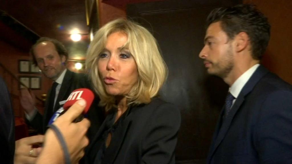 Au théâtre, Brigitte Macron réagit sur les violences sexuelles :