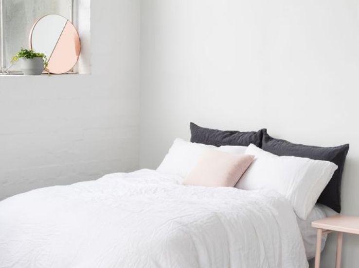 un style cosy chic avec des miroirs au teint cuivr sfr news. Black Bedroom Furniture Sets. Home Design Ideas