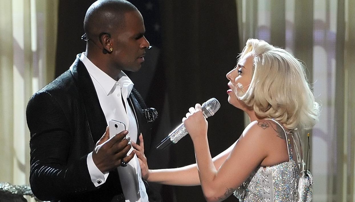 R. Kelly et Lady Gaga sur la scène des American Music Awards, le 24 novembre 2013