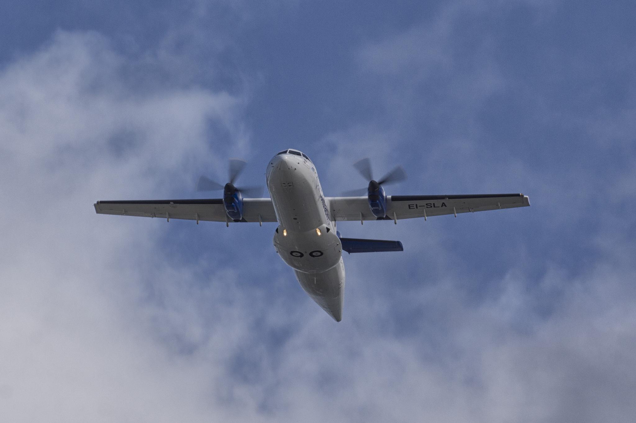 Un ATR-42 s'écrase après le décollage, des blessés — Canada