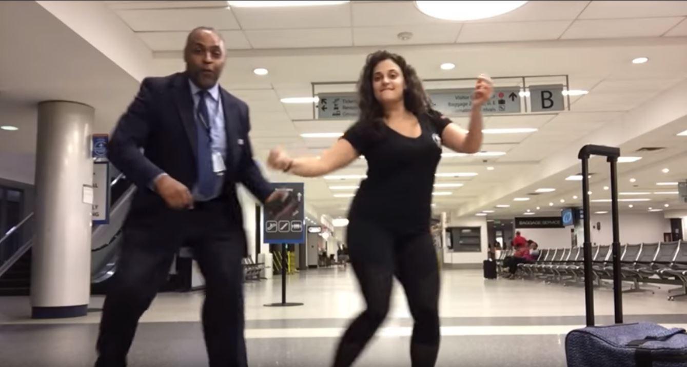 Vidéo. Elle rate son avion et tourne un clip dans l'aéroport