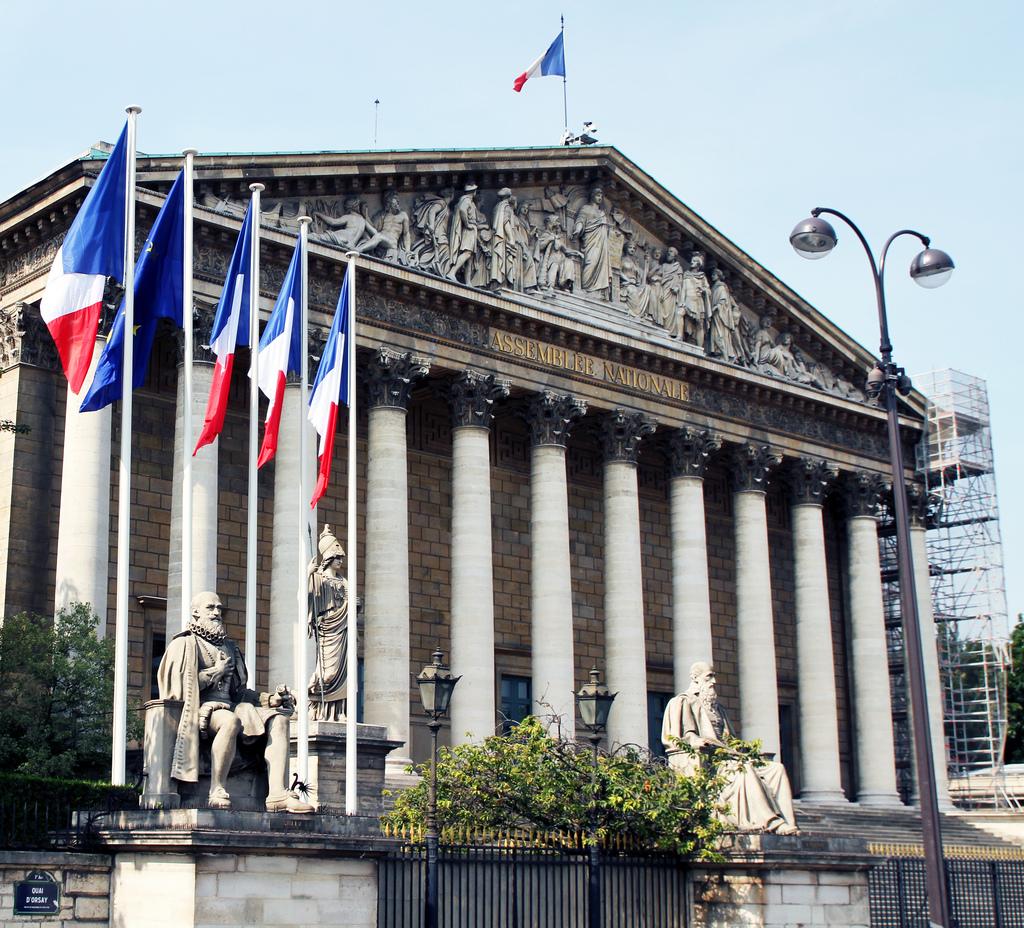Appartements gratuits à l'Assemblée nationale — Polémique