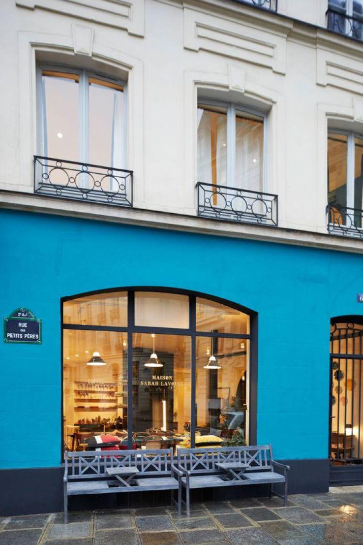maison sarah lavoine un pop up store qui voit la vie en bleu sfr news. Black Bedroom Furniture Sets. Home Design Ideas