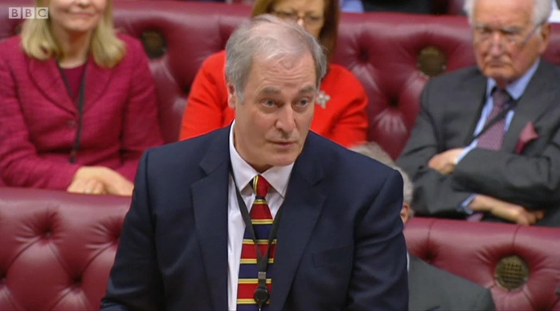 Arrivé en retard au Parlement, il présente sa démission — Royaume-Uni