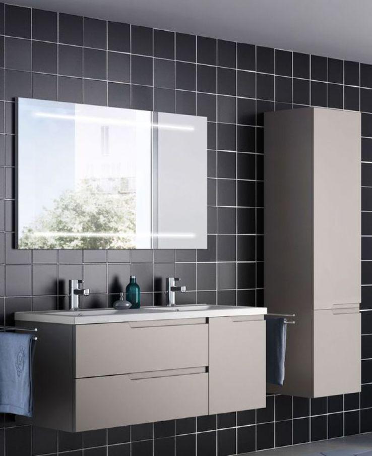 Salle de bains 12 luminaires de choc sfr news - Luminaire plafond salle de bain ...