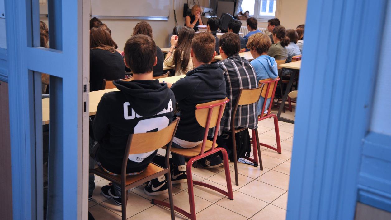 Un lycée interdit le port du jogging et fait polémique — Yvelines