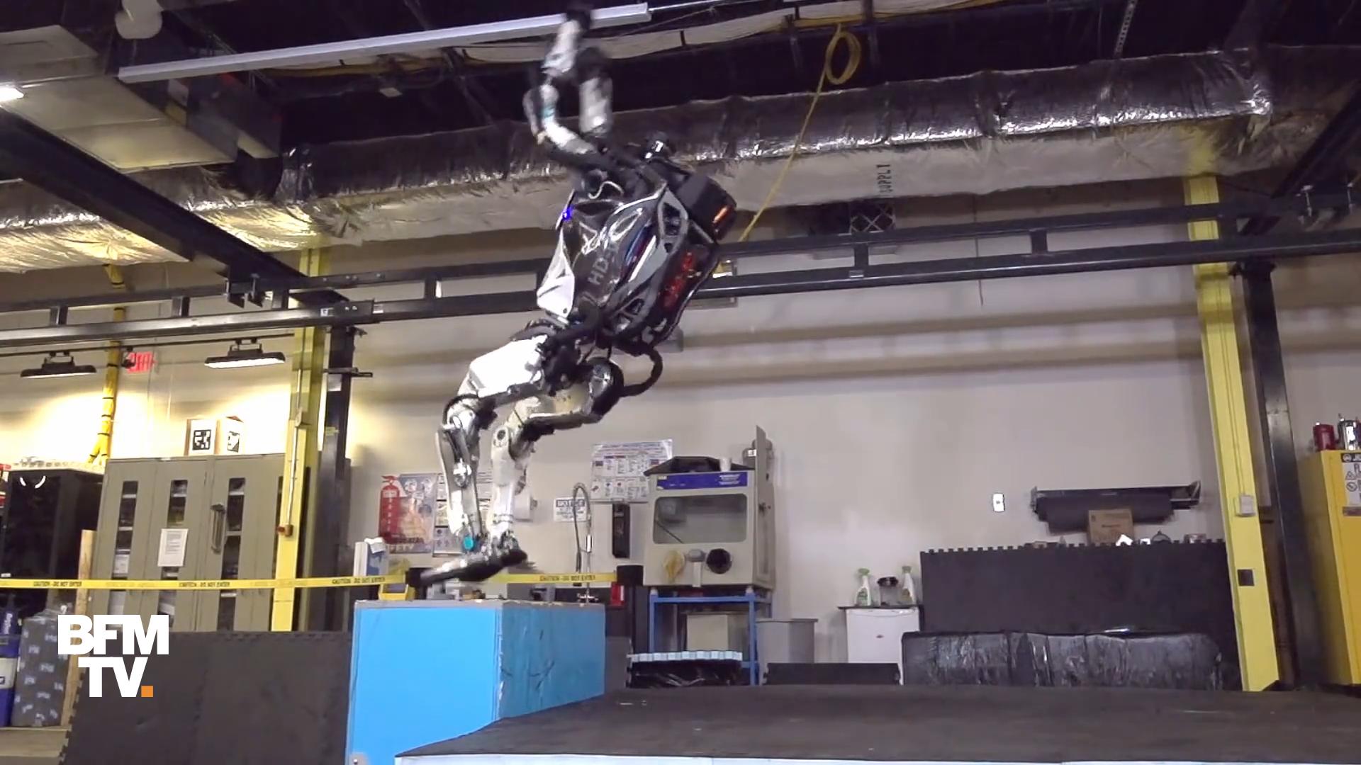 EN VIDEO - Atlas, le robot qui sait faire des saltos arrière