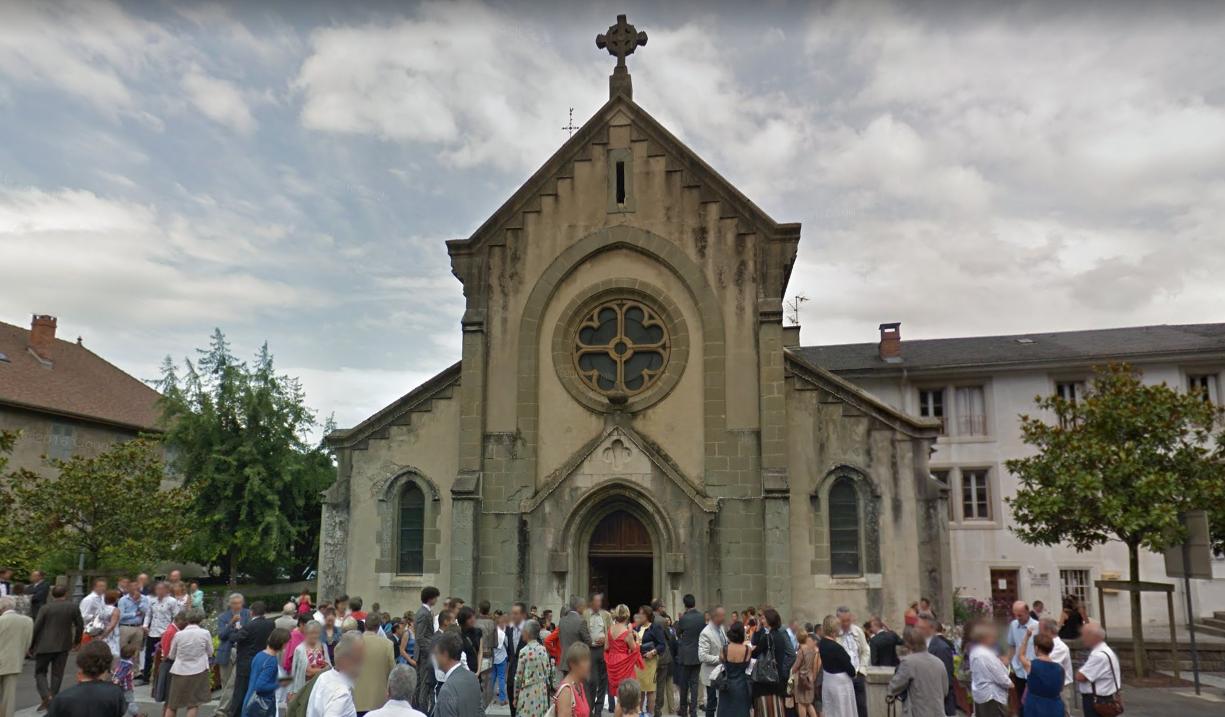 Savoie: en pleine messe, un morceau d'église tombe sur une fidèle