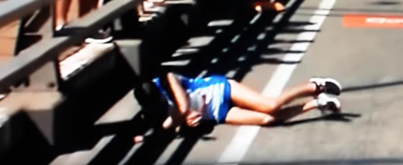 EN VIDEO - L'impressionnante chute d'un marathonien en pleine course