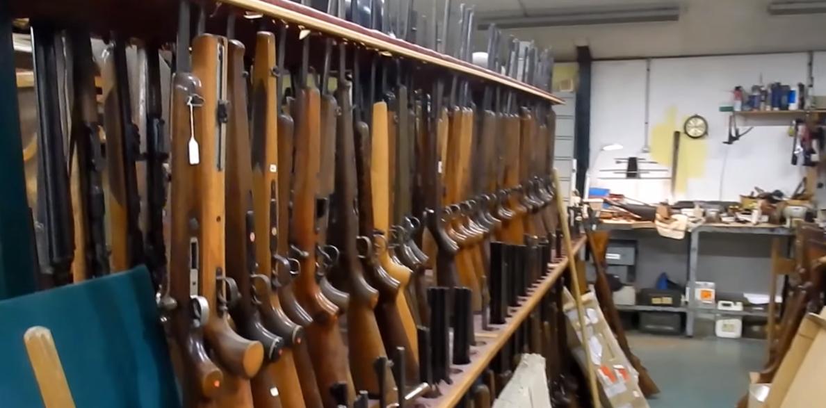 EN VIDEO - Boulogne-sur-Mer: un ancien armurier dissimulait un incroyable arsenal dans sa cave