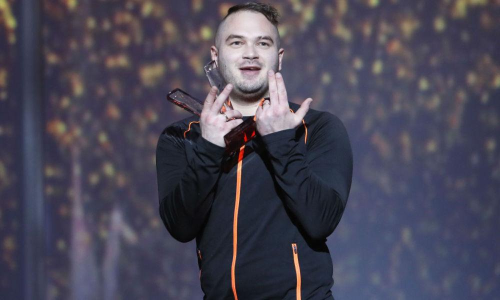 Le chanteur Jul sur la scène des Victoires de la Musique en 2017