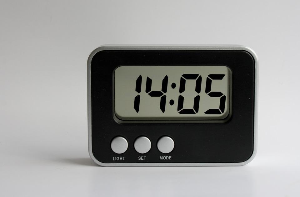 Les horloges des appareils électroménagers sont en retard ? C'est normal