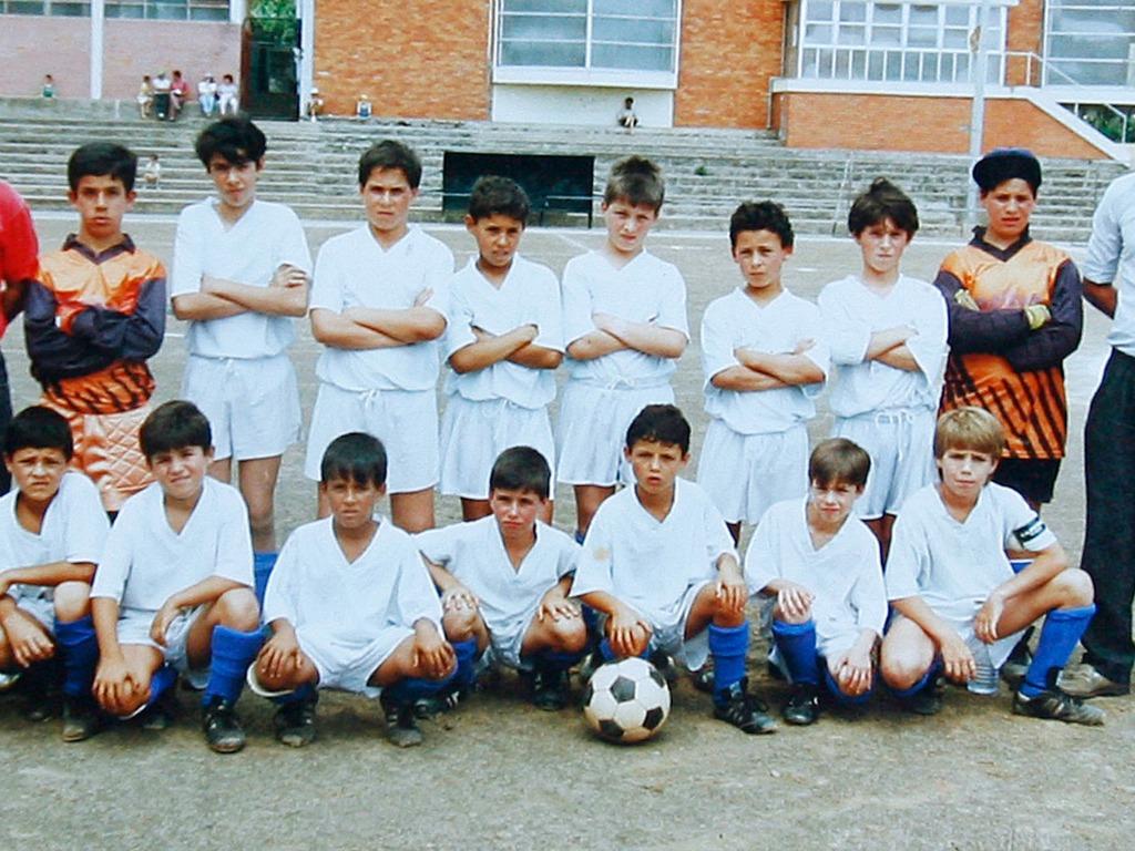 Ronaldo (5e en bas à partir de la gauche) avec Andorinha, son premier club