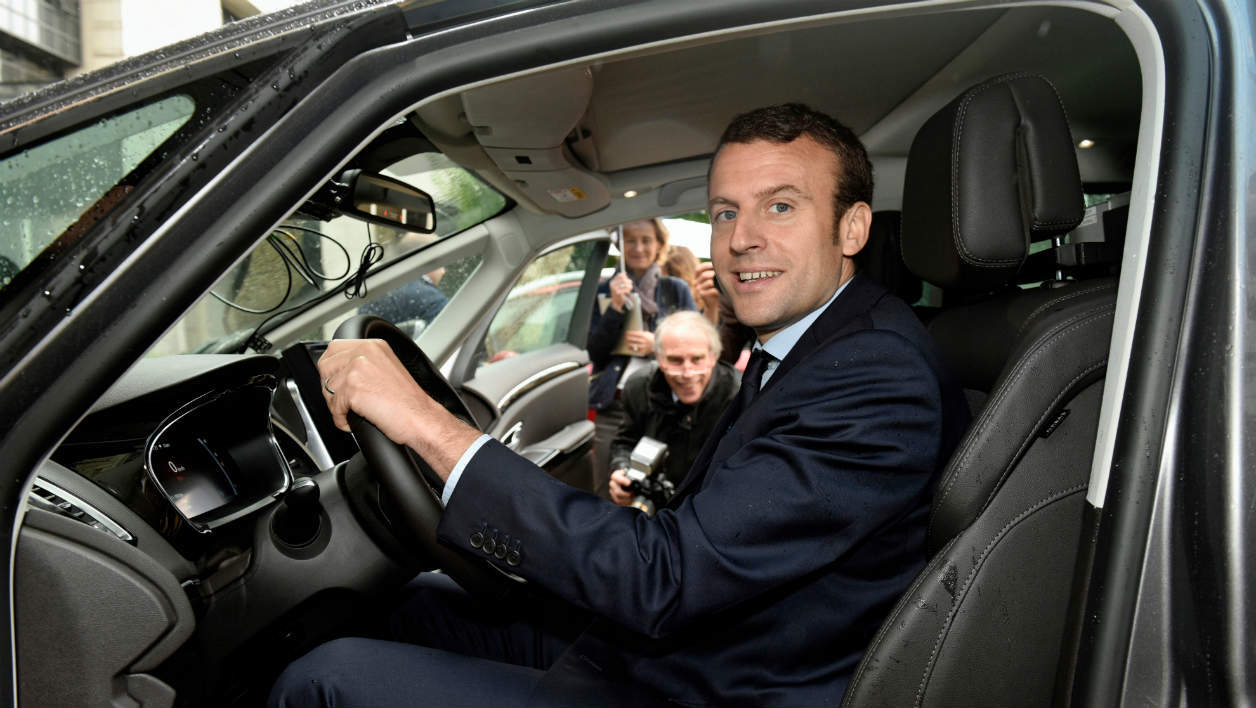 d couvrez la macron mobile une voiture relook e aux couleurs du pr sident de la r publique. Black Bedroom Furniture Sets. Home Design Ideas
