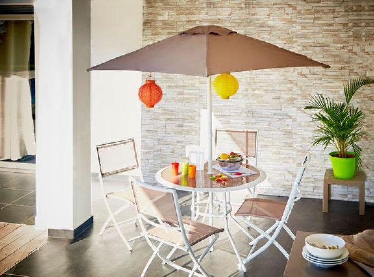 Outdoor des salles manger pour profiter du soleil for Table de salle a manger gain de place